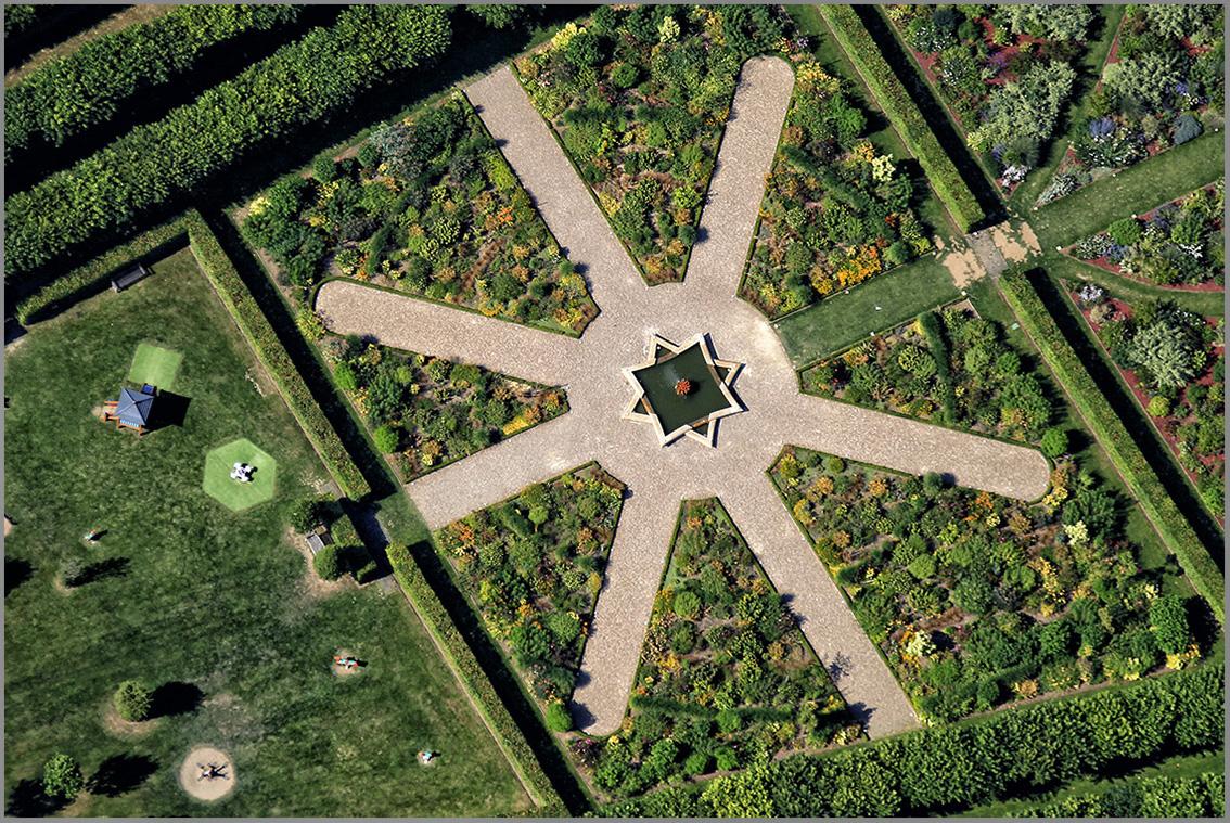 Frantisek zvardon frantisek zvardon jardins de france 13 for Jardin de france magnanville 78